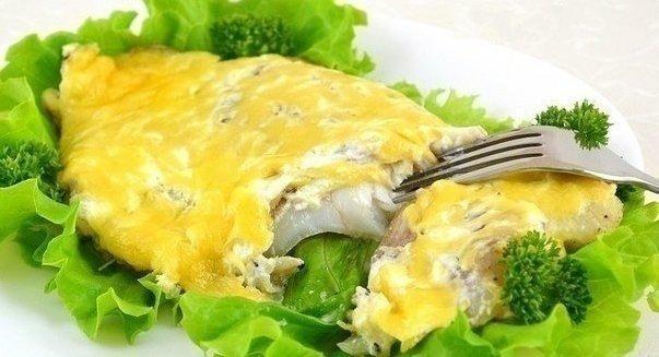 запеченная рыба в сметане нам понадобится:- специи по вкусу- масла сливочное, 15 г- рыбное филе, 1 кг- сметана 30%, 240 мл- укроп, 3 веточки- лимонов, 0,5 шт.- мука, 15 г- белый лук, 2