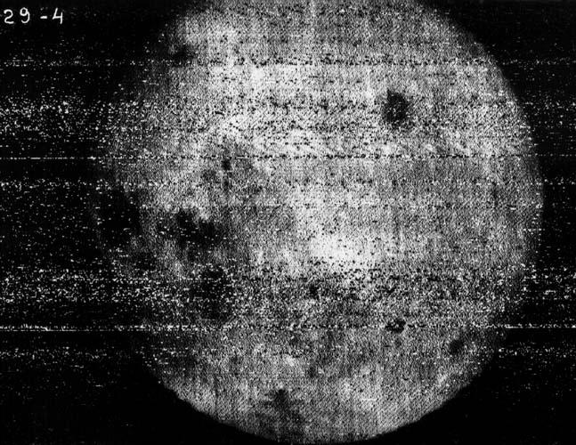Первая фотография обратной стороны Луны, полученная АМС Луна-3