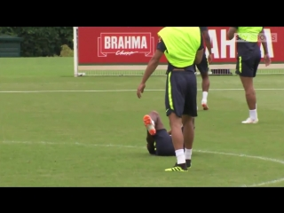 Manchester Uniteds newest recruit Fred suffers an ankle injury during training with Brazil