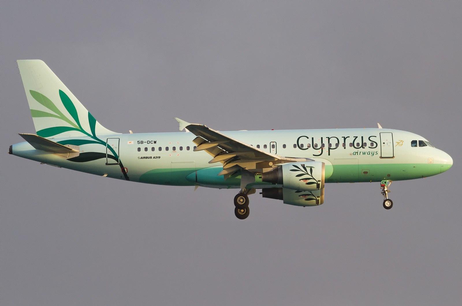 Airbus A319 Cyprus Airways заходит на посадку