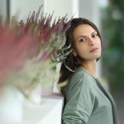 Анна Дронь