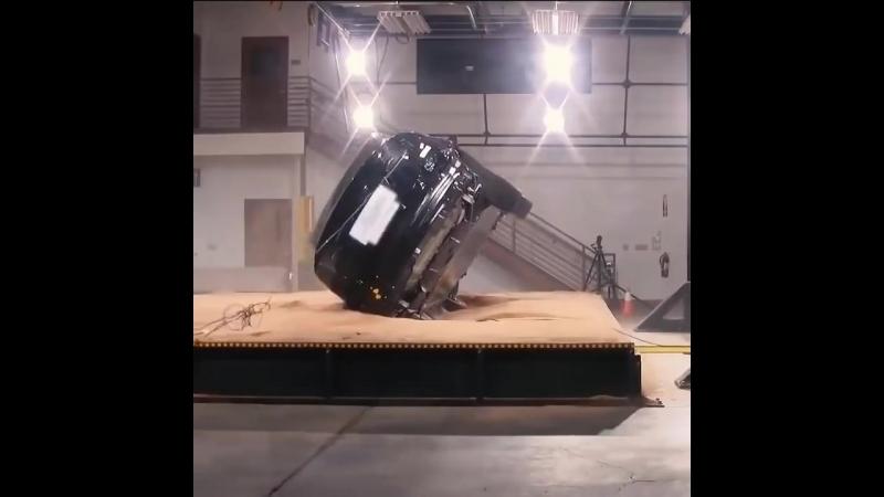 Tesla Model X невозможно перевернуть - внутренний краш-тест Tesla