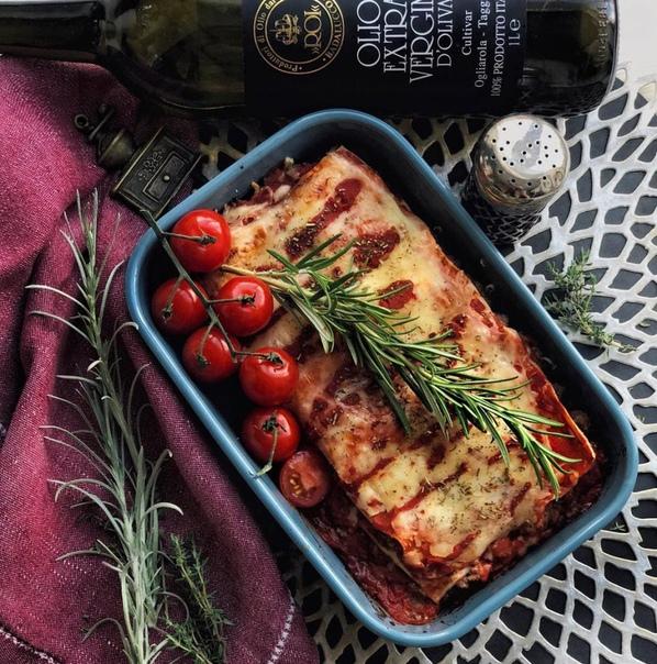 лазанья болоньезе ингредиенты:начинка:листы barilla для лазаньифарш по вкусу 1кгтоматная паста pomi 500гсыр моццарела/пармезан 150гсыр по вкусу в начинку 350гчеснок 3-5 зубчиков лук 1шторегано,