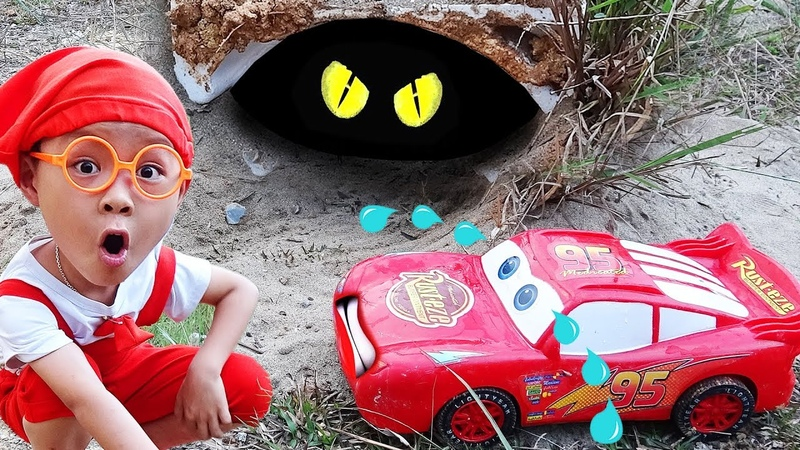 Disney Cars Toys Lightning McQueen There is a spider in the cave with Dave Mario