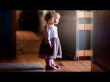 Девочка, ты к кому Я маму ищу, вы её не видели Там пять лет уже никто не живет!