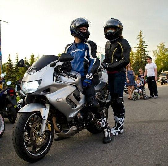 Угнан мотоцикл HONDA VTR1000 FIRESTORM серебристого цвета в г.Уфа