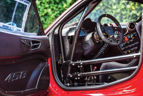 Очень редкие:2011 Ferrari 458 Italia GT3/GTD Класс: racing car Тип кузова: 2-door berlinetta Двигатель: V8 4.5 L КПП: МКПП-6 Привод: задний Компоновка: среднемоторная Тип топлива: бензин Страна