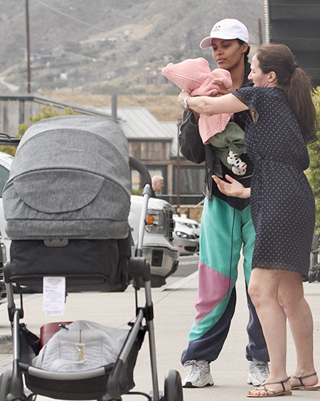 Венсан Кассель и Тина Кунаки на прогулке с дочерью Амазони в Малибу: первые фото малышки За передвижениями Венсана Касселя и Тины Кунаки уследить сложно: то они проводят время напляжах