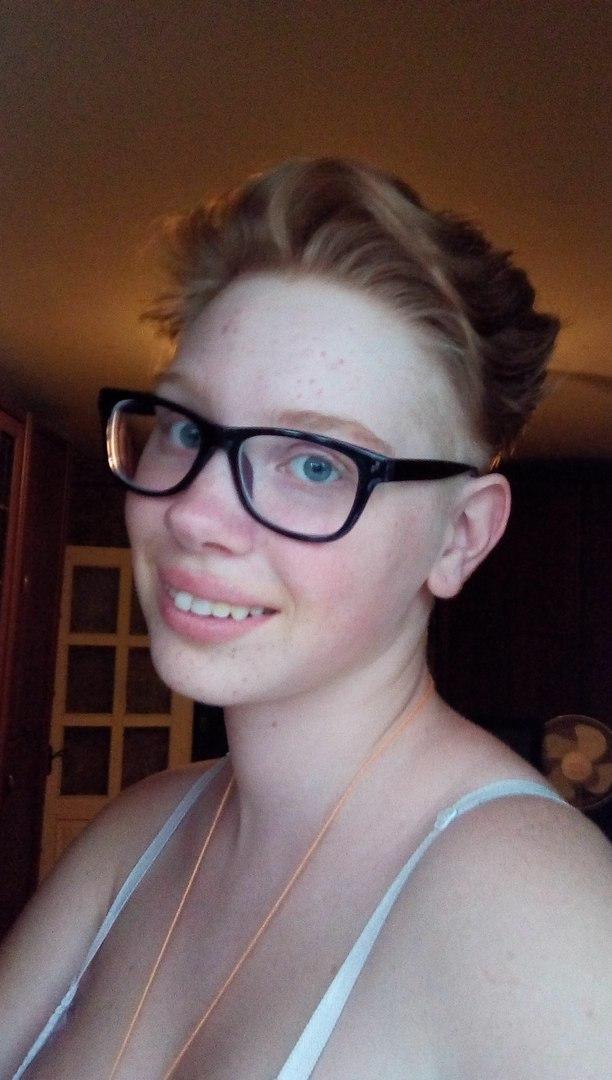 стрижки короткие женские с выбритыми висками фото