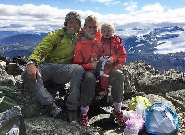 33-летний Александр Рид потерял работу в начале года, но решил превратить эту неприятность в возможность путешествовать со своей тогда еще двухлетней дочерью Миной. С марта дуэт путешественников пересек снег, лед и скалы, пройдя 310 миль по почти всей Южн