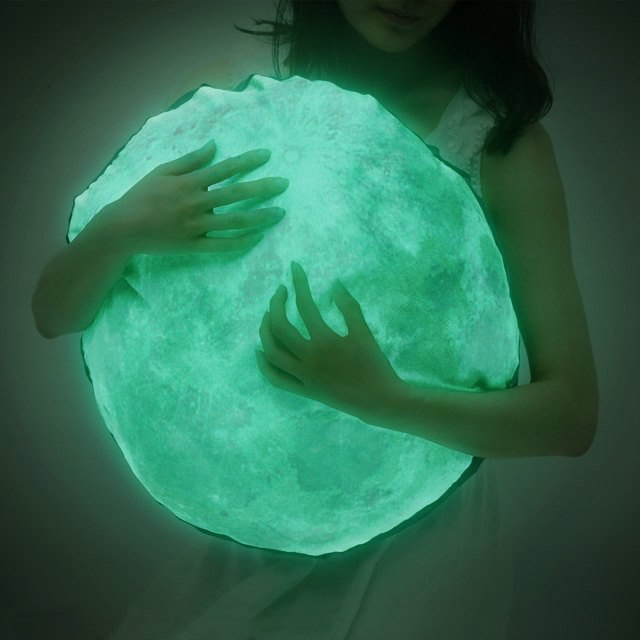 Светящаяся в темноте подушка-луна -