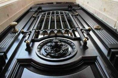 Производство нестандартных входных дверей в СПб