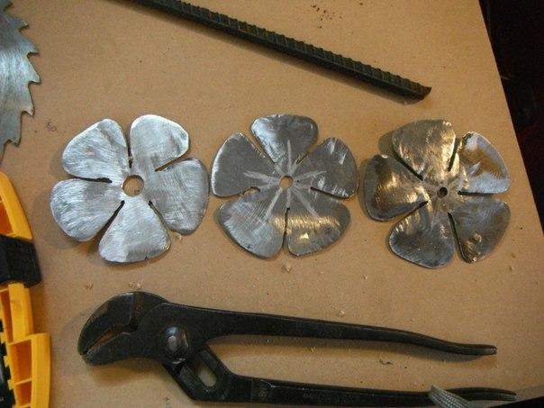 Фото как сделать цветы из металла своими руками