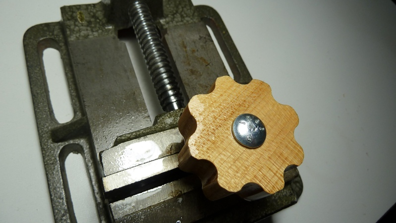 Making easy grip wooden knobs