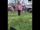 Полный паренек продемонстрировал свои гимнастические навыки