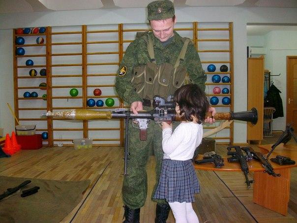 Ученикам воскресной школы раздали оружие и бронежилеты - Страница 3 4-ZyknMu7M4