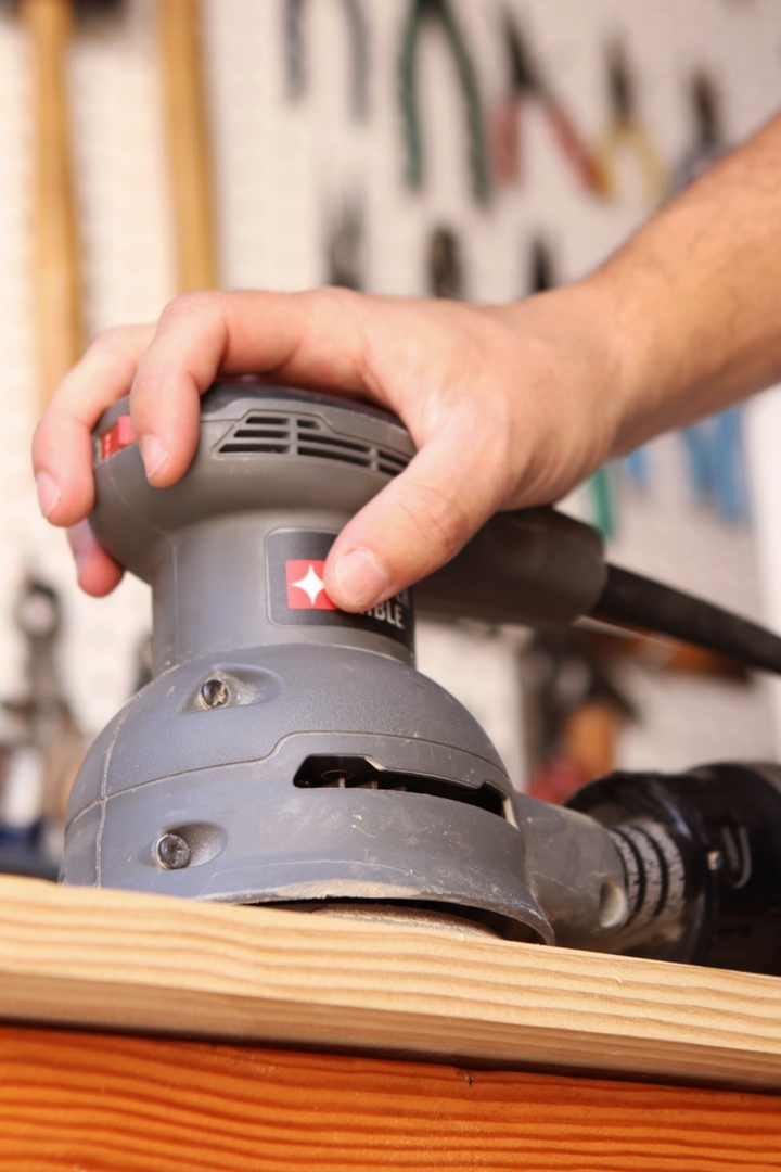 Электроинструмент для деревообработки
