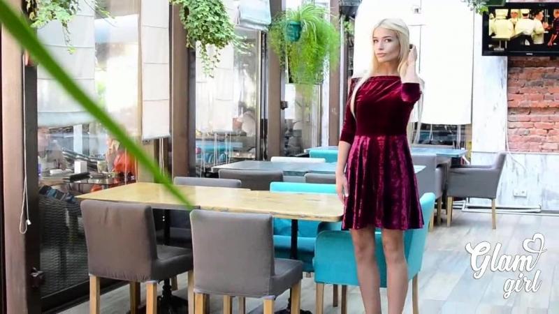 Женственное мини-платье из бархата