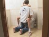 секс в туалете