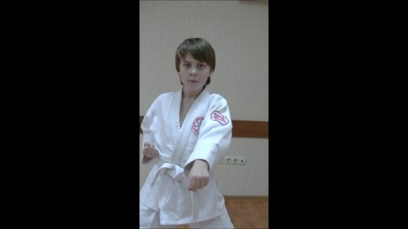 Дзуки в киба-дачи. Пятый месяц занятий каратэ.