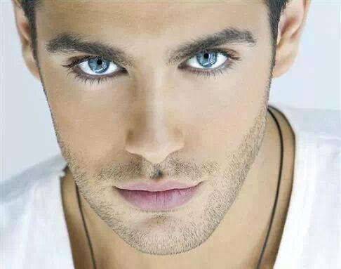 фото парней с голубыми глазами фото