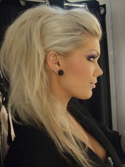 Прическа на длинные волосы в клуб