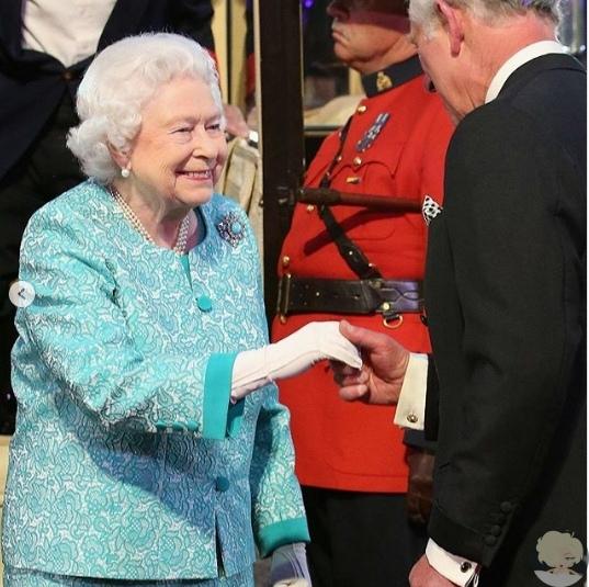 Елизавета II поздравила принца Черльза с 70-летием