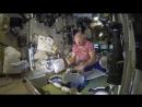 Российский космонавт рассказывает какие классные американские продукты питания Хоть в косм mp4