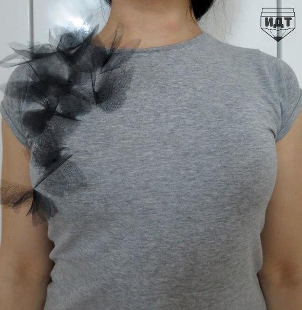 «Бабочки на твоем плече». Превращение обычной футболки в дизайнерскую вещь.
