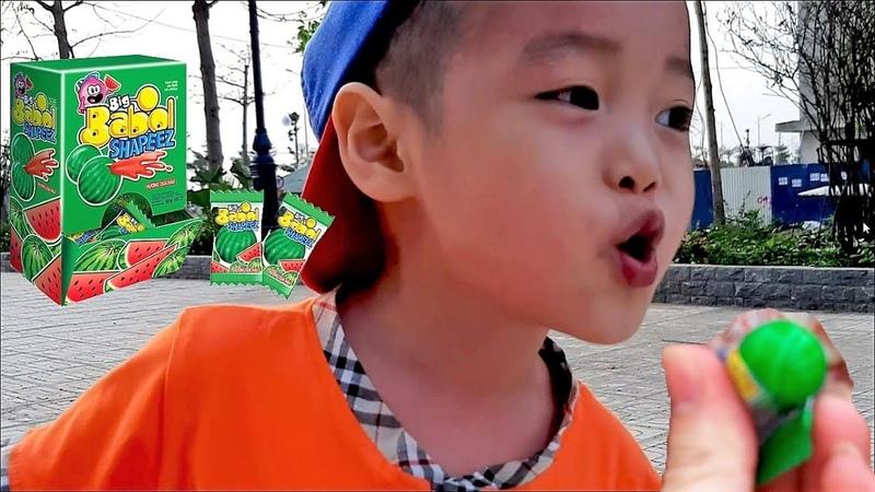 Gia Linh và em Cò ăn kẹo Bigbabol dưa hấu thổi bong bóng ở khu vui chơi giải trí