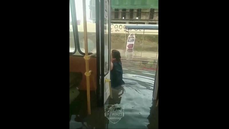 Автобус в Московском море, Краснодар, 16 июля