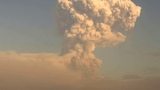 Вулкан Шивелуч. Пепловый выброс на высоту ~ 12 км над уровнем моря. 2018-12-30 0049 UTC.