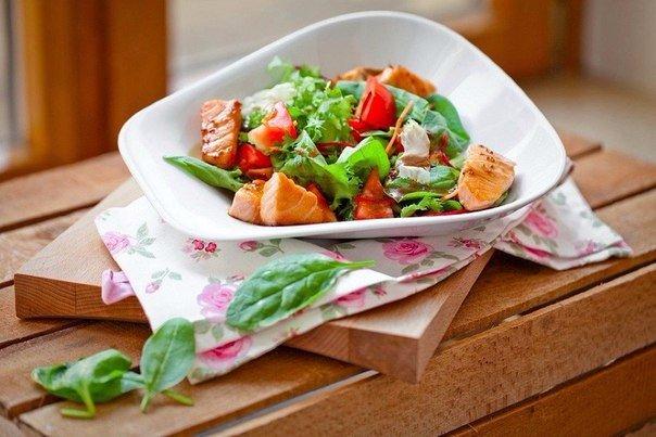 Салат с кусочками семги (10 фото)