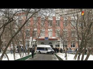 Старшеклассника, устроившего стрельбу в московской школе, обвинили в убийстве и захвате заложников - Первый канал
