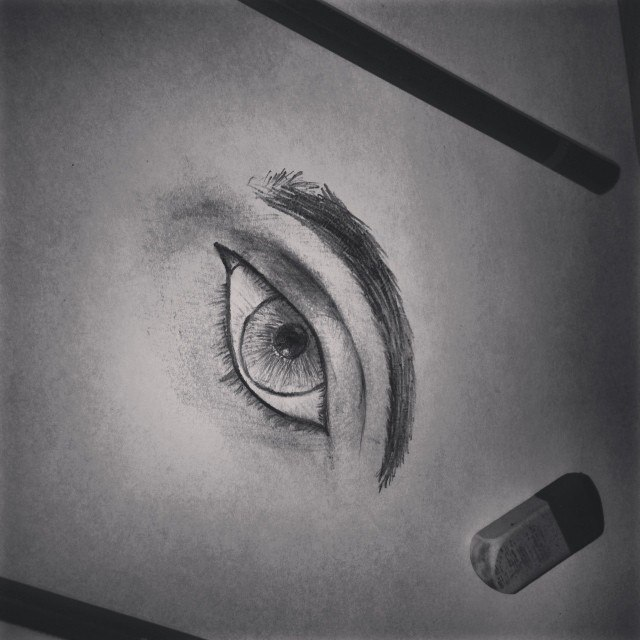 Рисуем глаз карандашом. *