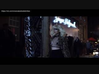 Эмма Робертс (Emma Roberts) голая в фильме «Клуб миллиардеров» (2018)