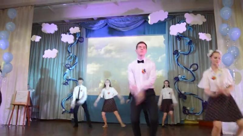 Выпускники города Кирова прощаются со школой (Ася Желнова - Не хочу взрослеть)