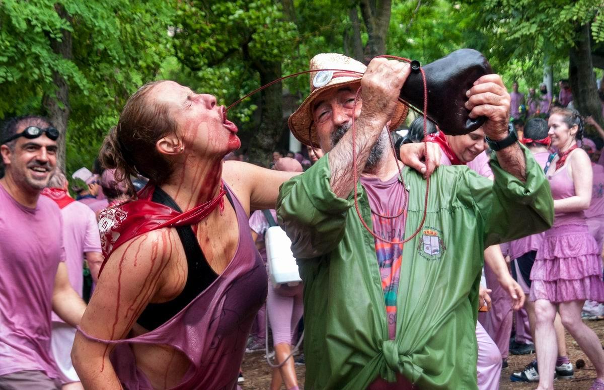 Только бы не захлебнуться: На испанском празднике вина