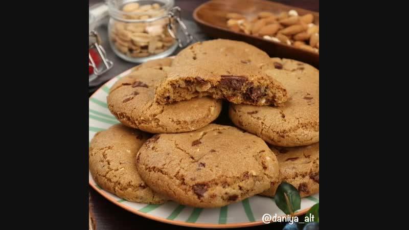 американские печенья с шоколадом и миндалем 🍪😋 .