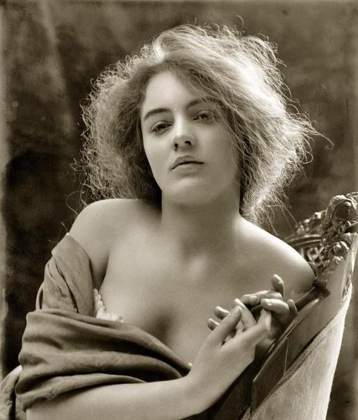 Эвелин Несбит первая супермодель в мире ,США, 1900-е. Первой девушкой, к которой можно было бы применить определение супермодель, в истории стала Эвелин Несбит стройная красавица из