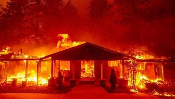 Лесные пожары в Калифорнии добрались до Голливуда. Дома Джерарда Батлера, Кейтлин Дженнер и режиссера Скотта Дерриксона полностью сгорели. Остальные звезды эвакуируются из Малибу Бушующие в
