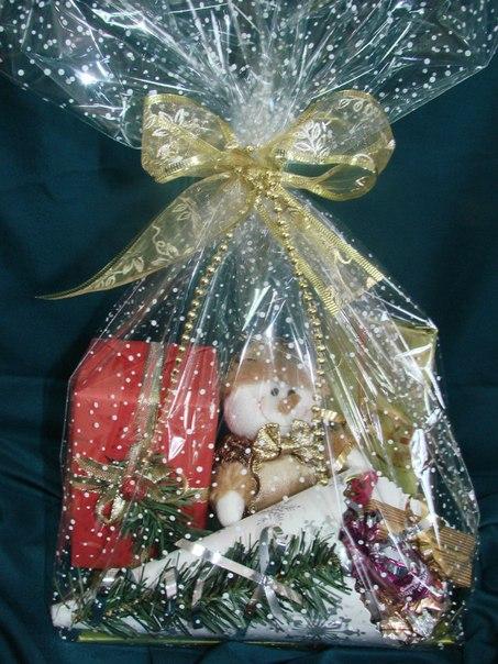 Как оформить новогодний подарок из конфет