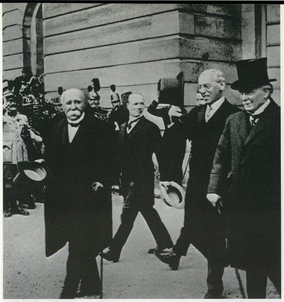 Парижская мирная конференция. 18 января 1919 г. в Версальском дворце под Парижем открылась мирная конференция. Политики и дипломаты из 32 государств должны были определить результаты войны,