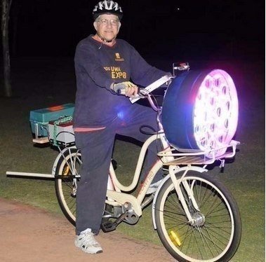 Похоже этому парню надоели встречные машины с дальним светом.
