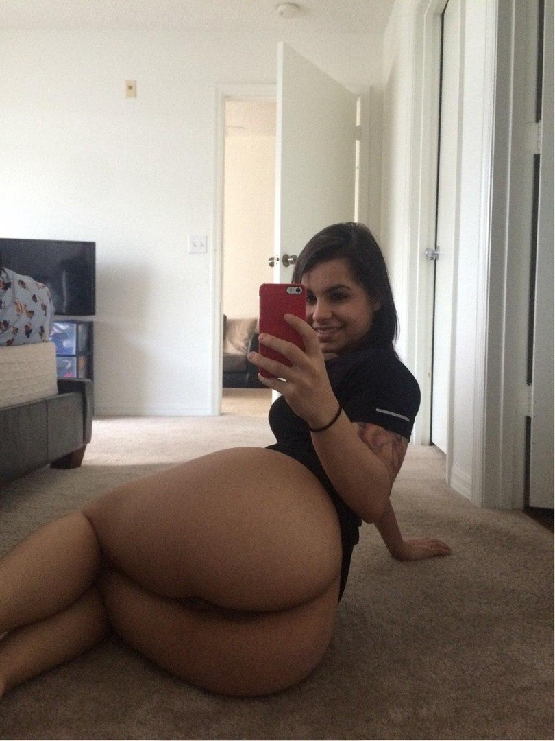 Hot girl big booty nude selfshot
