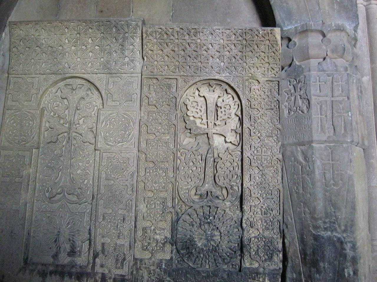 Старинные хачкары в монастыре Нораванк