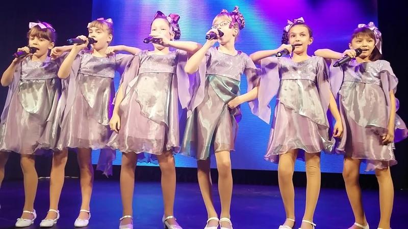 выступление ансамбля Сиреневый город на конкурсе Родник жизни 2017