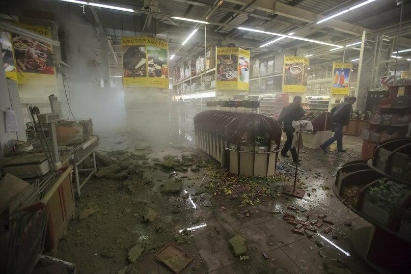 Супермаркет Амстор после обстрела