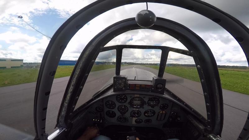 Взлет на ЯК-52 с аэродрома Гостилицы