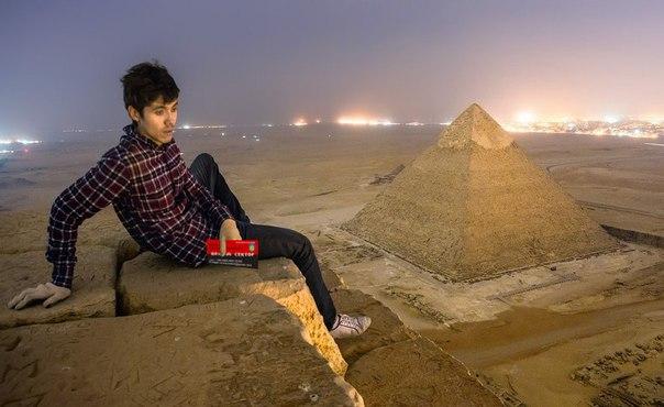 Піраміди і Візитка Яроша